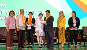 taguig-bags-crown-award-for-quality-nutrition-programs